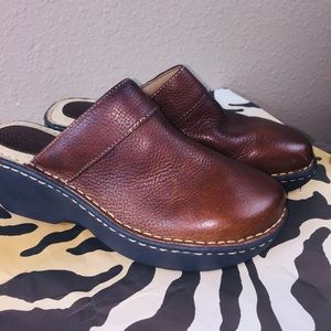 Cherokee brown leather mules